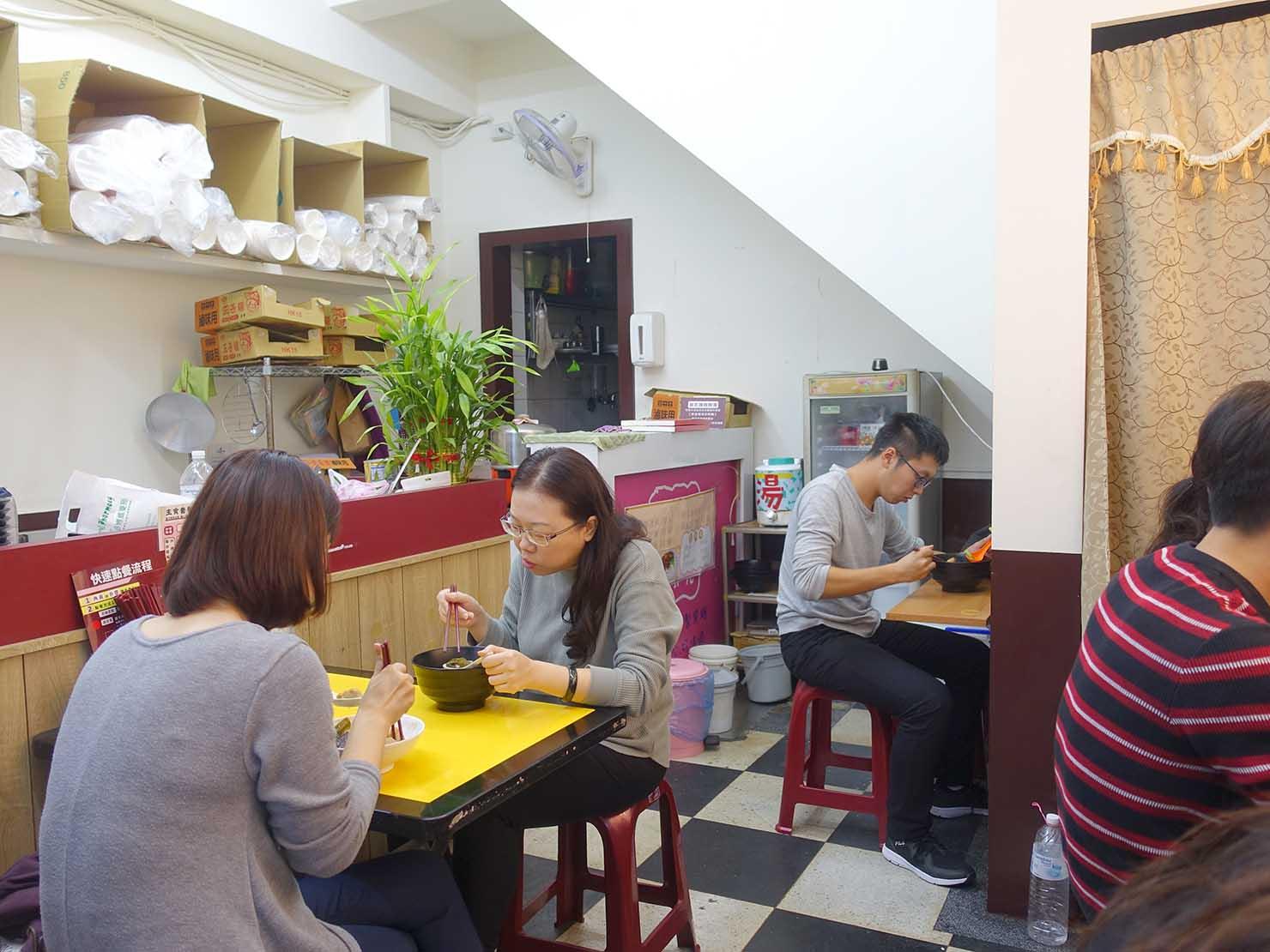 台北駅周辺のおすすめ台湾グルメ店「台北煮食甜不辣」の店内