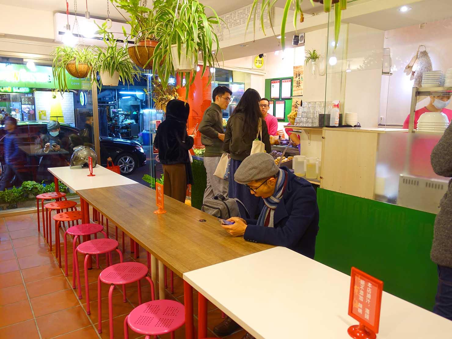 台北101エリア・市政府駅周辺のおすすめ台湾グルメ「清菜滷」の店内