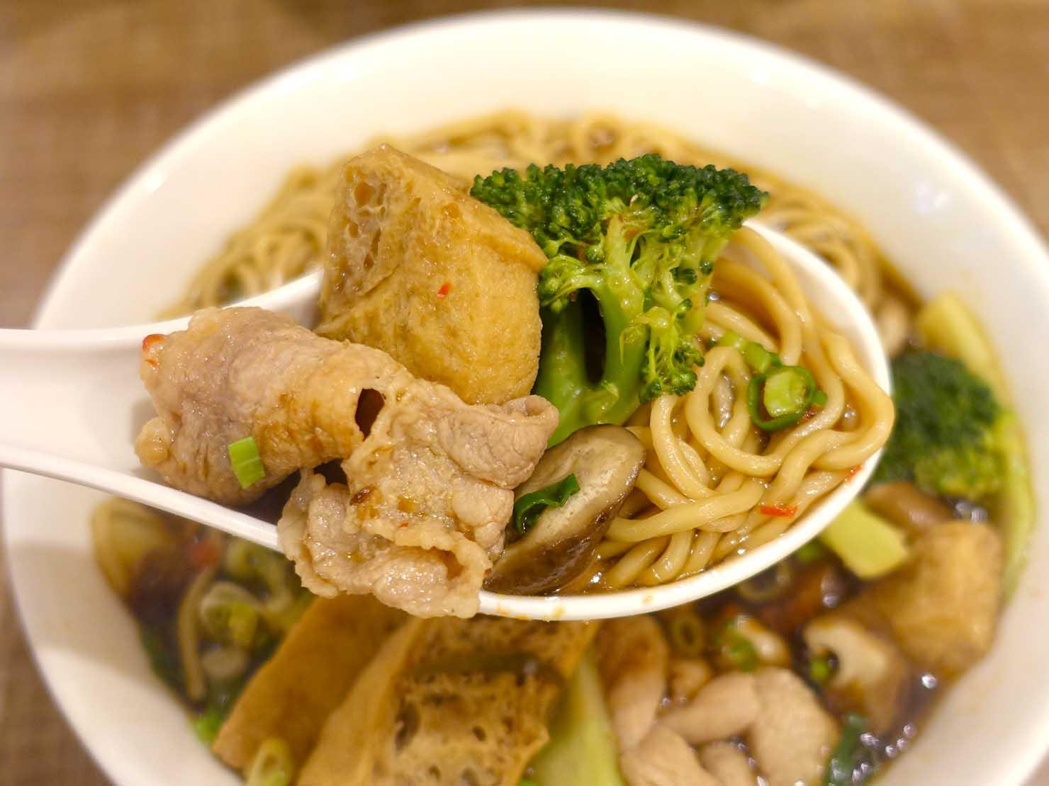 台北101エリア・市政府駅周辺のおすすめ台湾グルメ「清菜滷」の滷味(ルーウェイ)クローズアップ