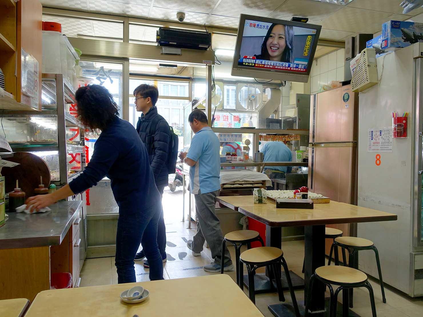 台北101エリア・市政府駅周辺のおすすめ台湾グルメ「小樂天餃子館」の店内