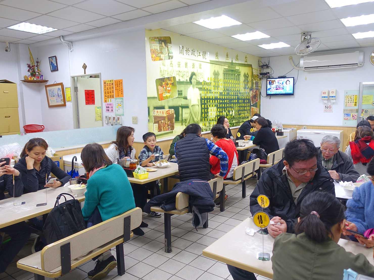台北・東門のおすすめグルメ店「政江號」の店内
