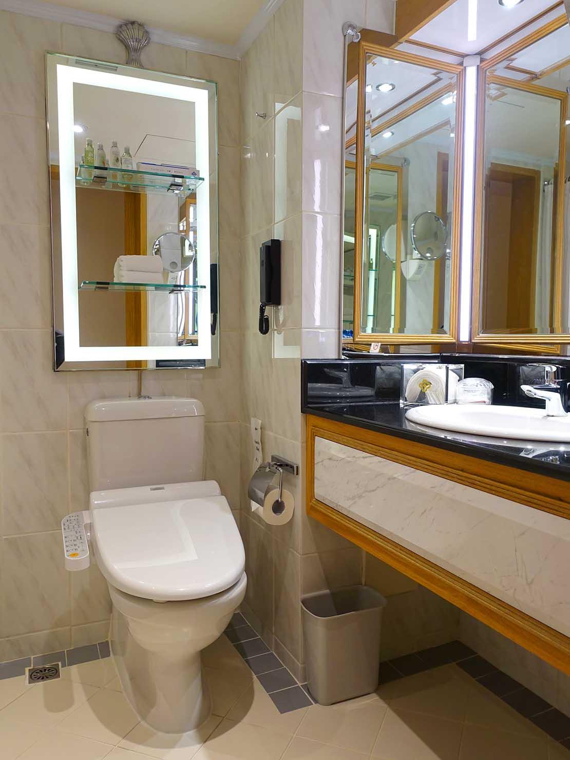 台北のおすすめ4つ星ホテル「歐華酒店(リビエラホテル)」エグゼクティブダブルのバスルーム