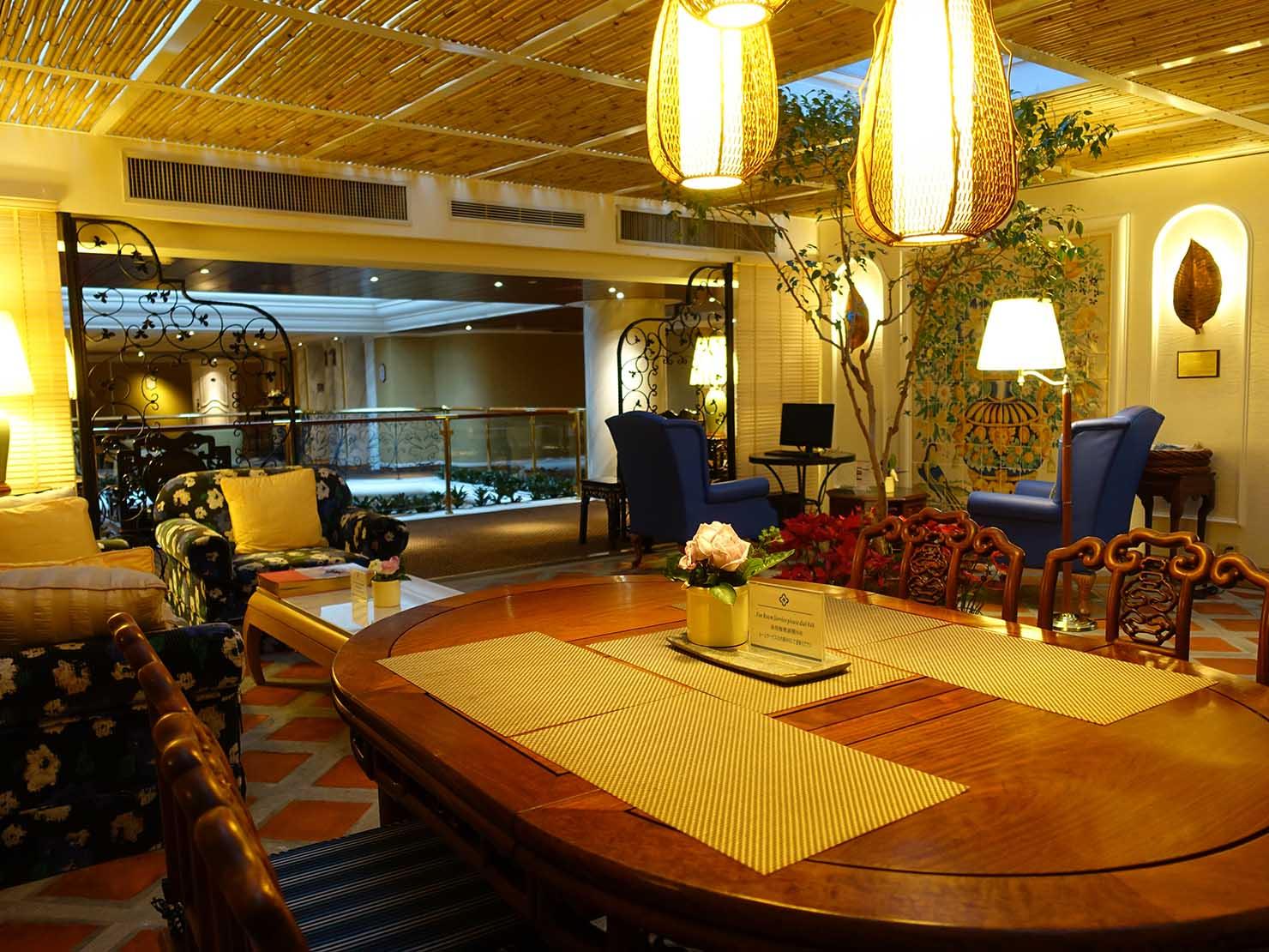 台北のおすすめ4つ星ホテル「歐華酒店(リビエラホテル)」7階・曜廷花園(エグゼクティブガーデン)のテーブル