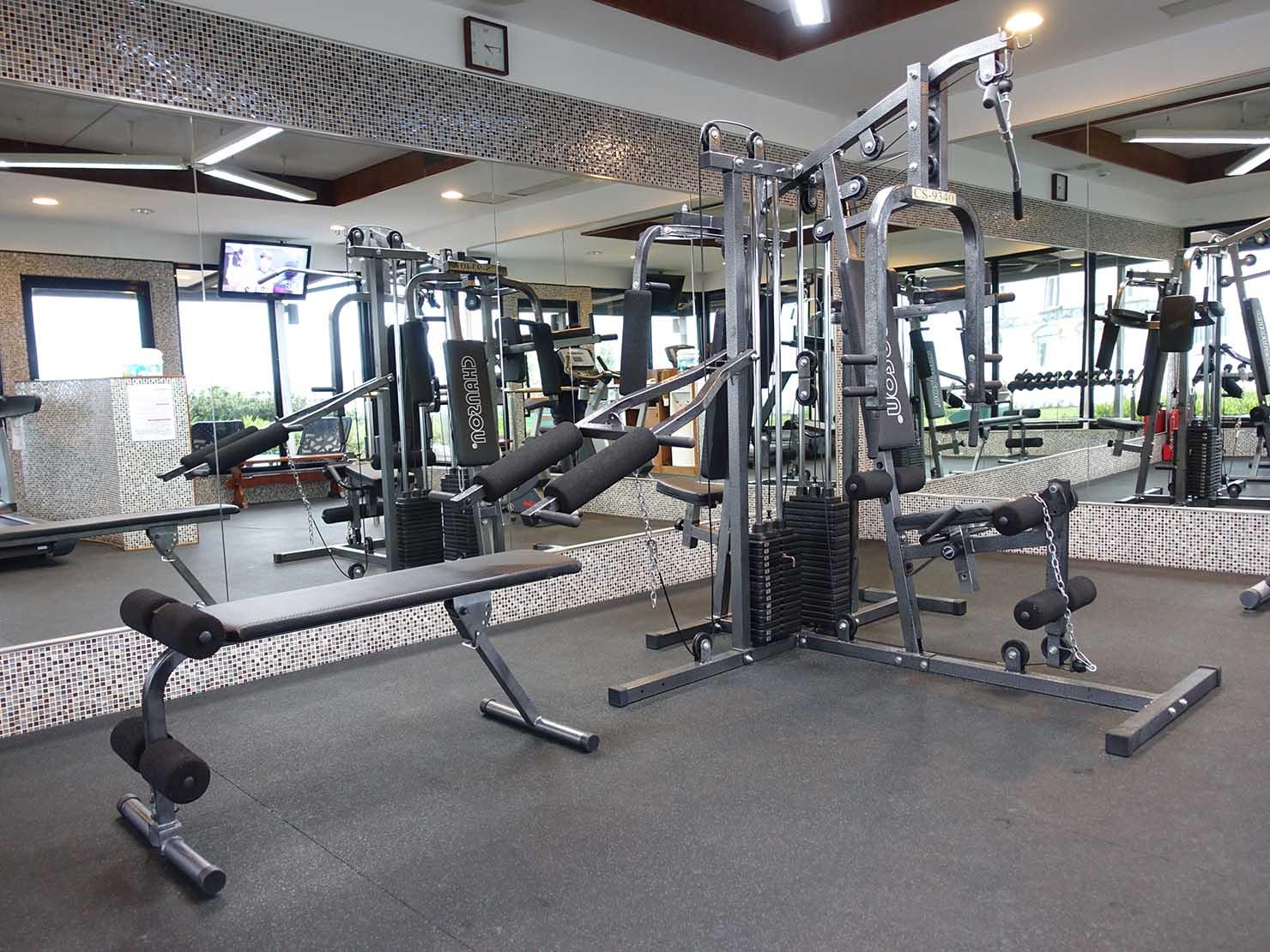 台北のおすすめ4つ星ホテル「歐華酒店(リビエラホテル)」屋上・フィットネスルームのトレーニングマシン