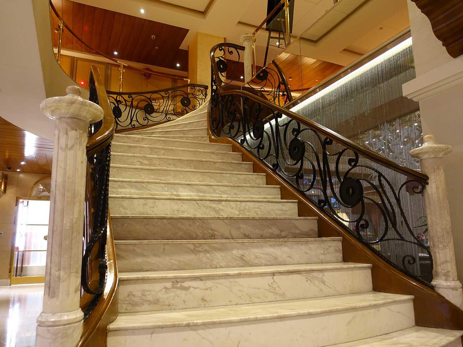 台北のおすすめ4つ星ホテル「歐華酒店(リビエラホテル)」ロビーの階段