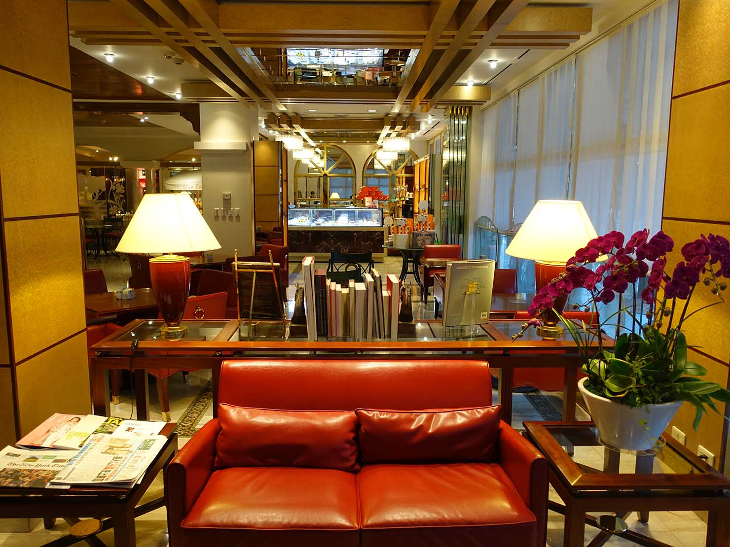 台北のおすすめ4つ星ホテル「歐華酒店(リビエラホテル)」のカフェスペース