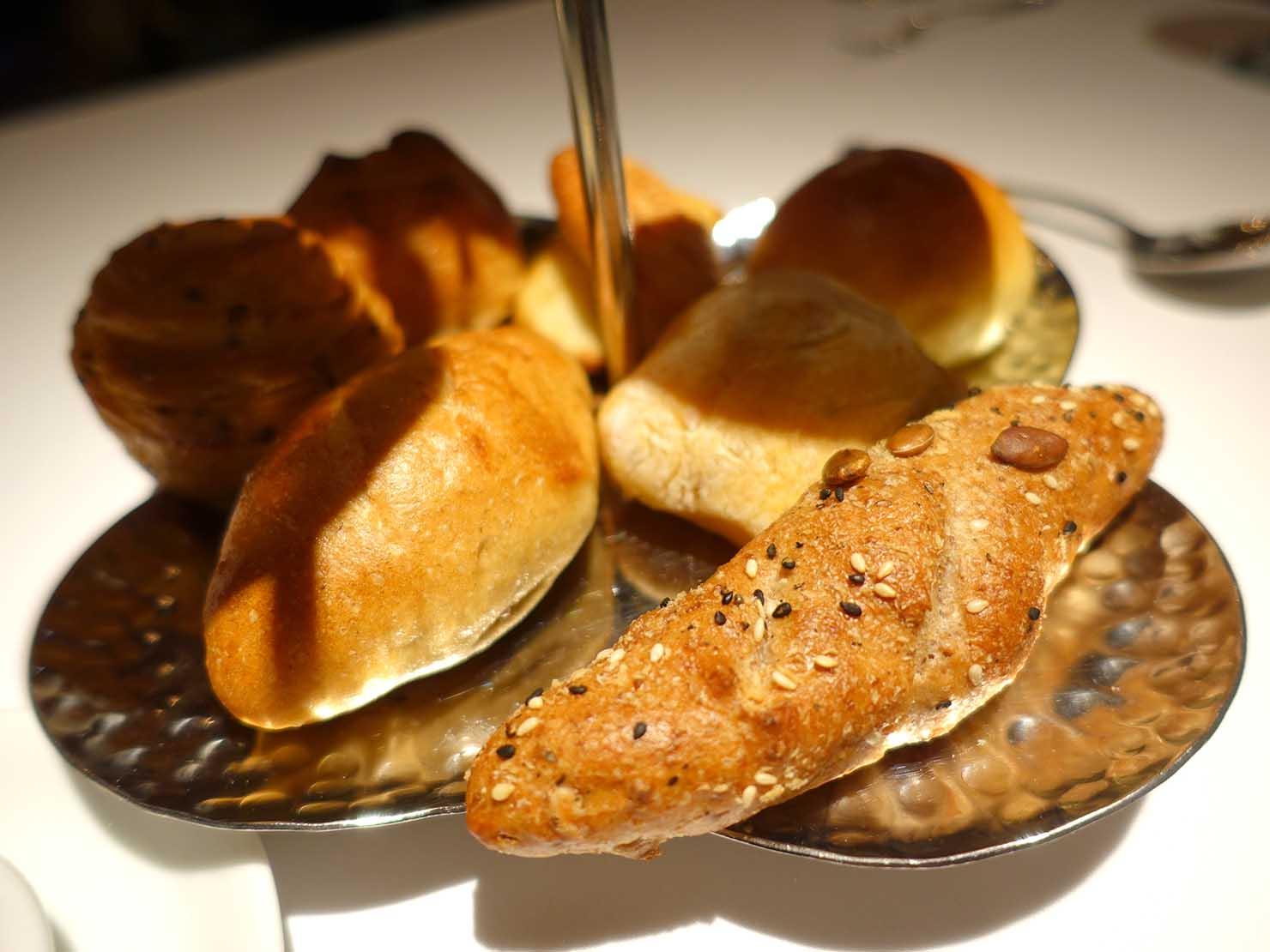 台北の4つ星ホテルにあるステーキハウス「地中海牛排館」パンのクローズアップ