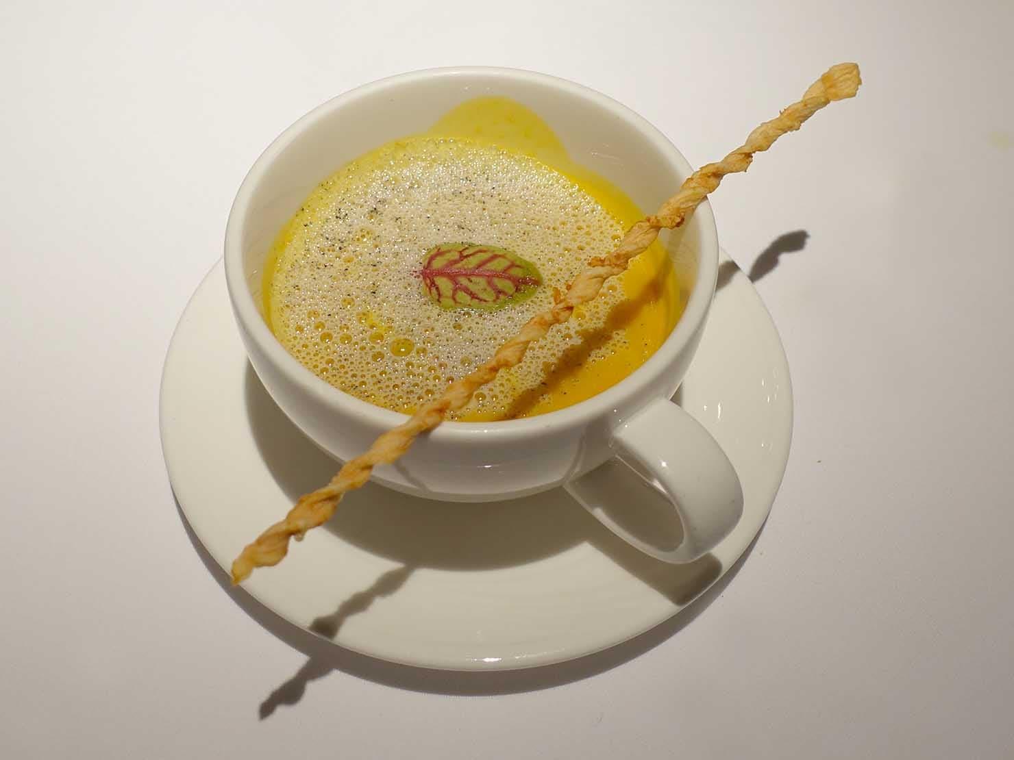 台北の4つ星ホテルにあるステーキハウス「地中海牛排館」の烘烤栗子南瓜濃湯(カボチャのポタージュ)