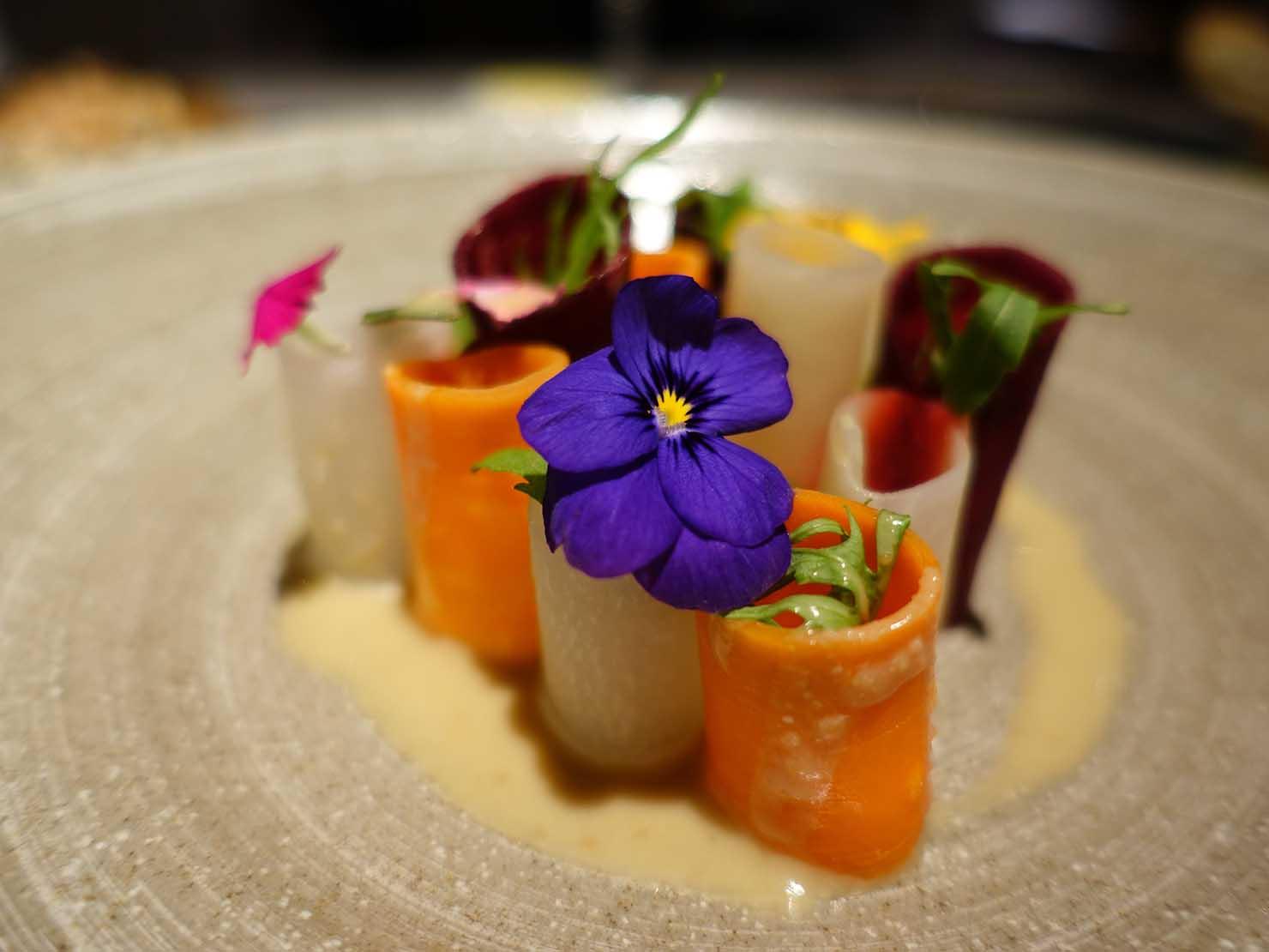 台北の4つ星ホテルにあるステーキハウス「地中海牛排館」の低溫烹調鮮蔬(低温調理サラダ)クローズアップ