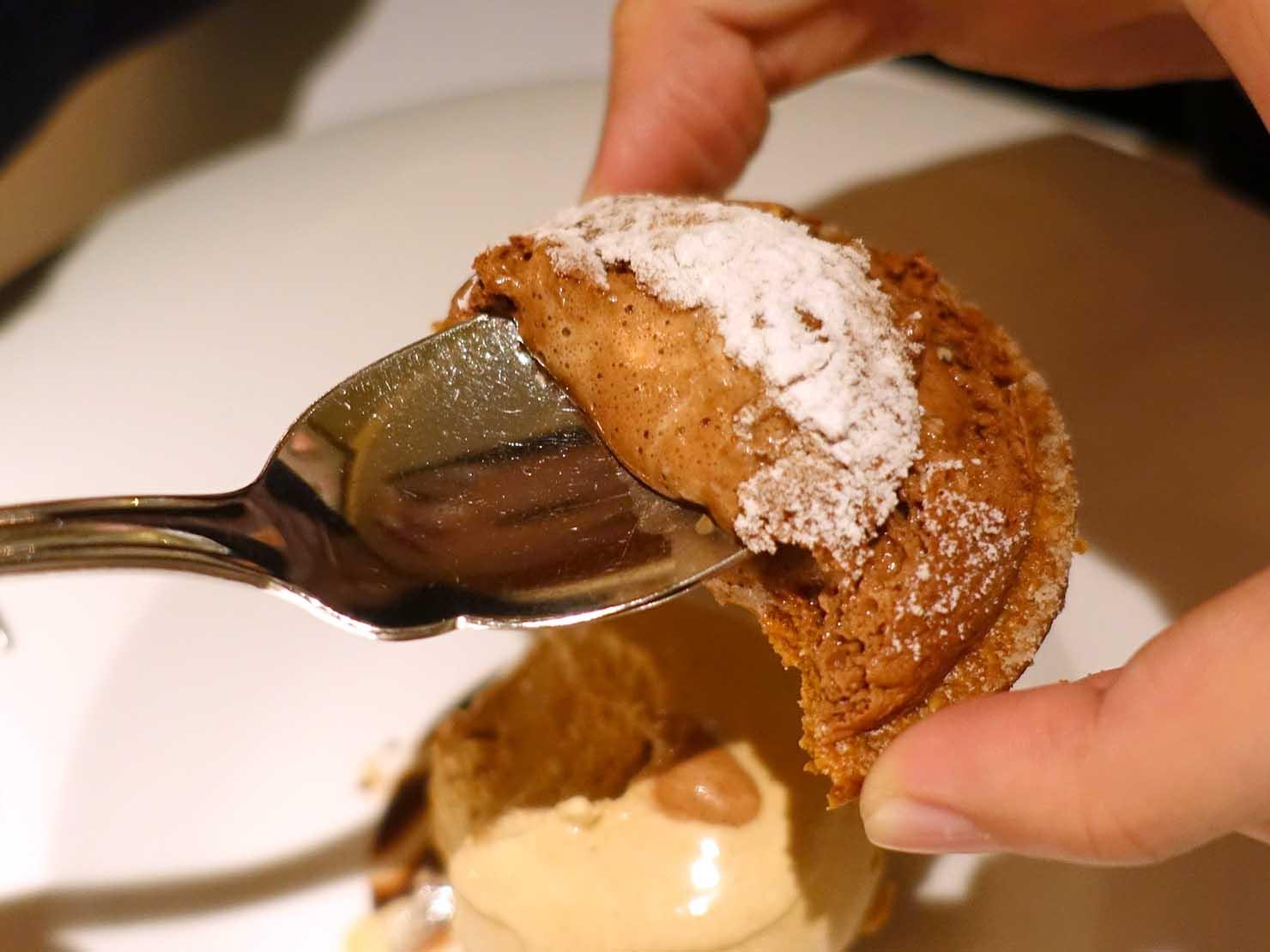 台北の4つ星ホテルにあるステーキハウス「地中海牛排館」の脆餅(チョコレートクッキー)クローズアップ