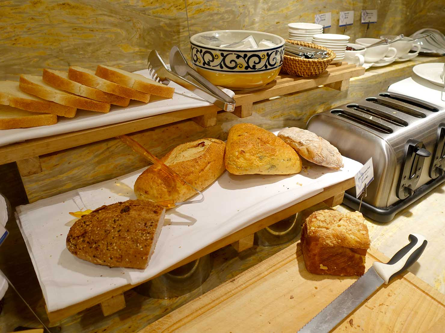 台北のおすすめ4つ星ホテル「歐華酒店(リビエラホテル)」のビュッフェモーニング(パン)