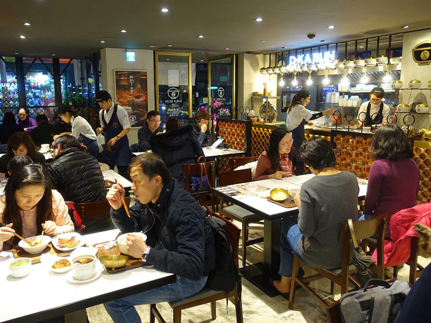 台北・永康街のおすすめグルメ店「灶紅了 D.KA Bun」の店内