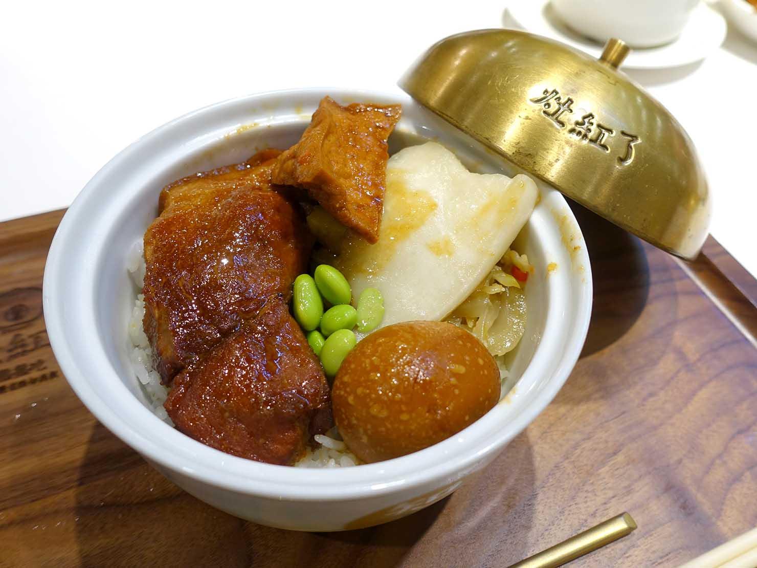 台北・永康街のおすすめグルメ店「灶紅了 D.KA Bun」の玉華知高飯(豚角煮ごはん)