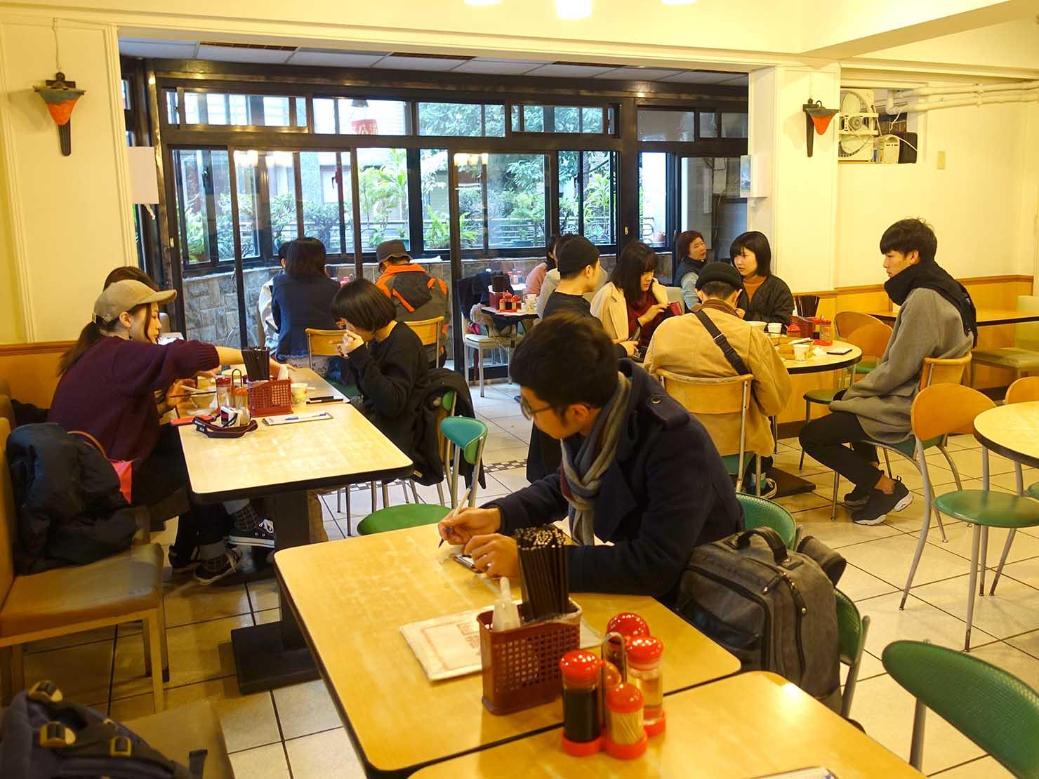 台北・永康街のおすすめグルメ店「好公道の店(原金雞園)」の店内