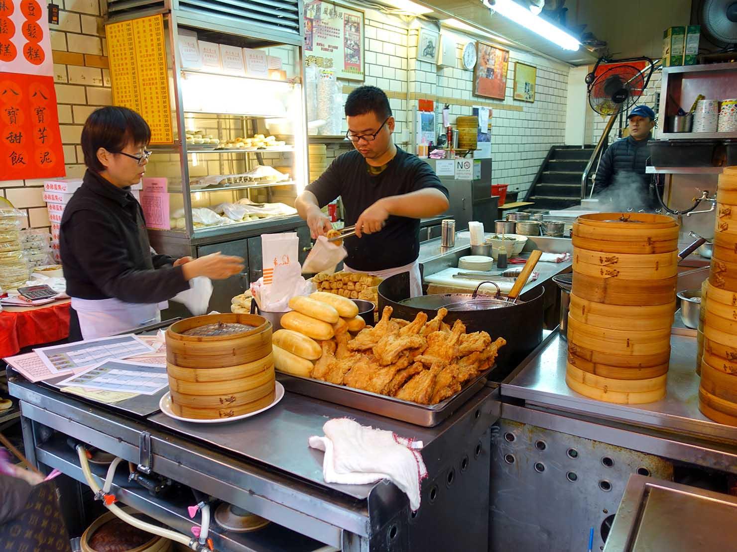 台北・永康街のおすすめグルメ店「好公道の店(原金雞園)」の軒先