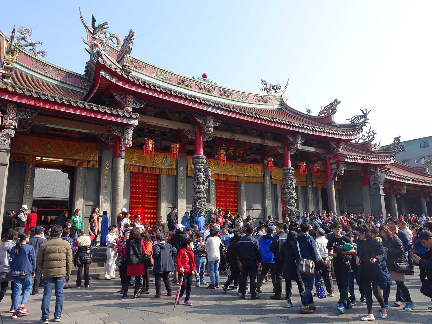 春節(旧正月)を迎えたの台北の観光スポット「行天宮」