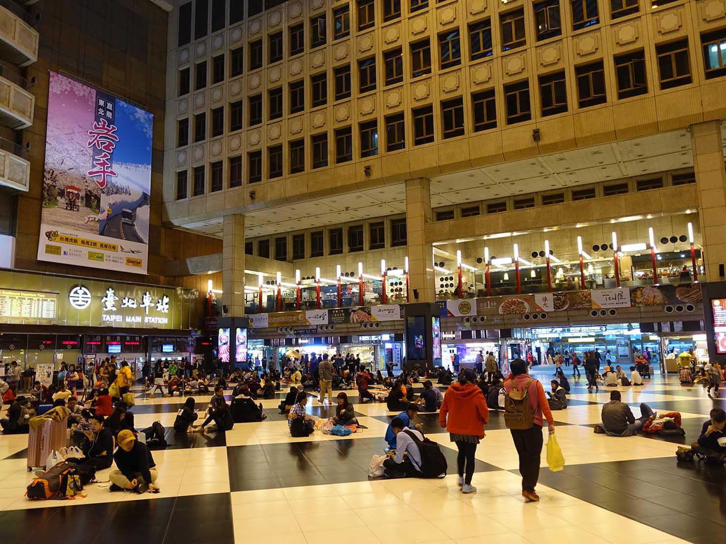 春節(旧正月)を迎えたの台北の観光スポット「台北駅」