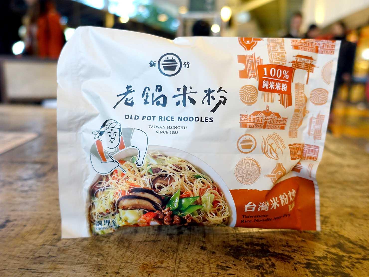 台北おみやげ探しにピッタリのスーパー「神農市集 MAJI FOOD&DELI」で見つけた「老鍋米粉 台灣米粉炒(炒めビーフン)」パッケージ