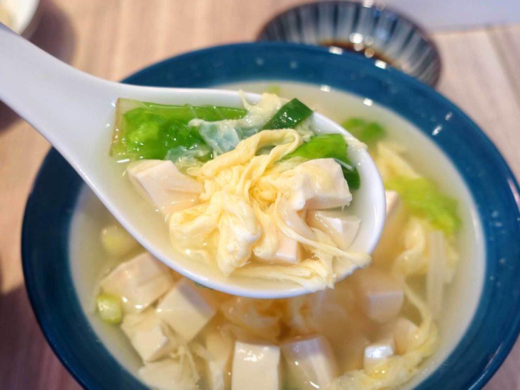 台北・永康街のおすすめグルメ店「餃子樂」の青菜豆腐蛋花湯