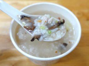 台北・中正紀念堂のおすすめグルメ店「三娘香菇肉粥」の香菇肉粥(しいたけと豚肉のお粥)