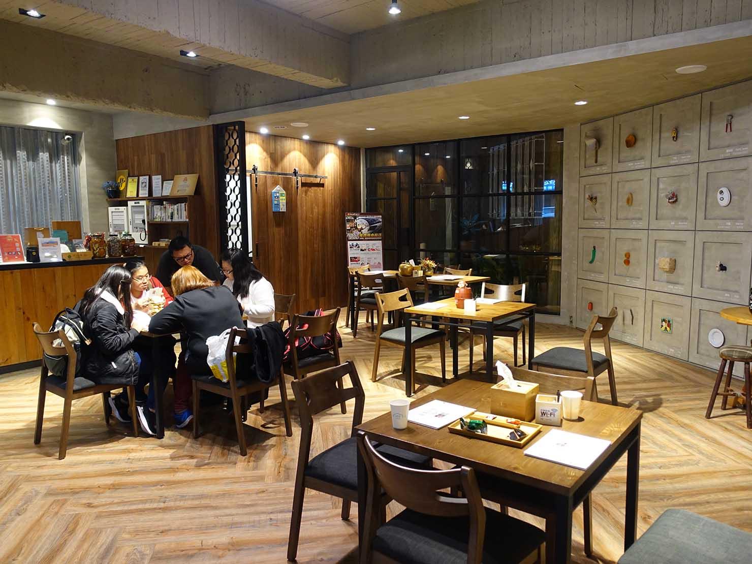 台南駅徒歩10分のかわいいデザインホテル「南方家屋 Old School」のロビー