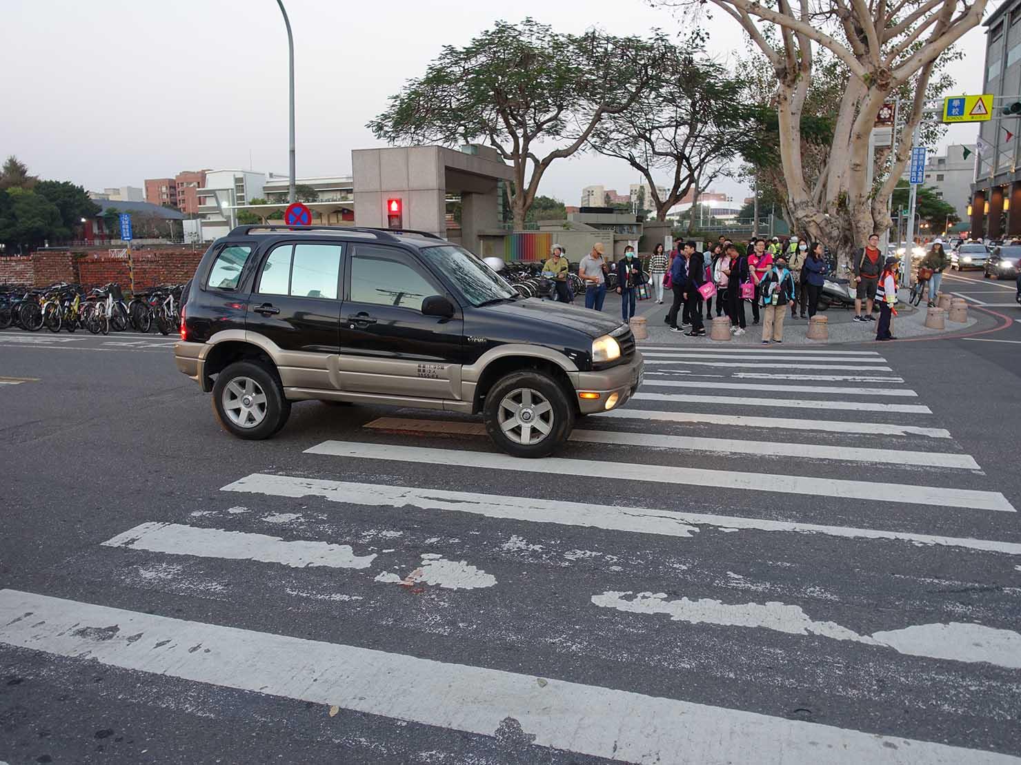 台鐵台南駅後車站側出口前の交差点