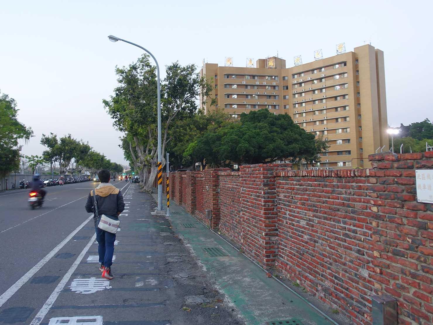 台南・成功大學前の道路(前鋒路)