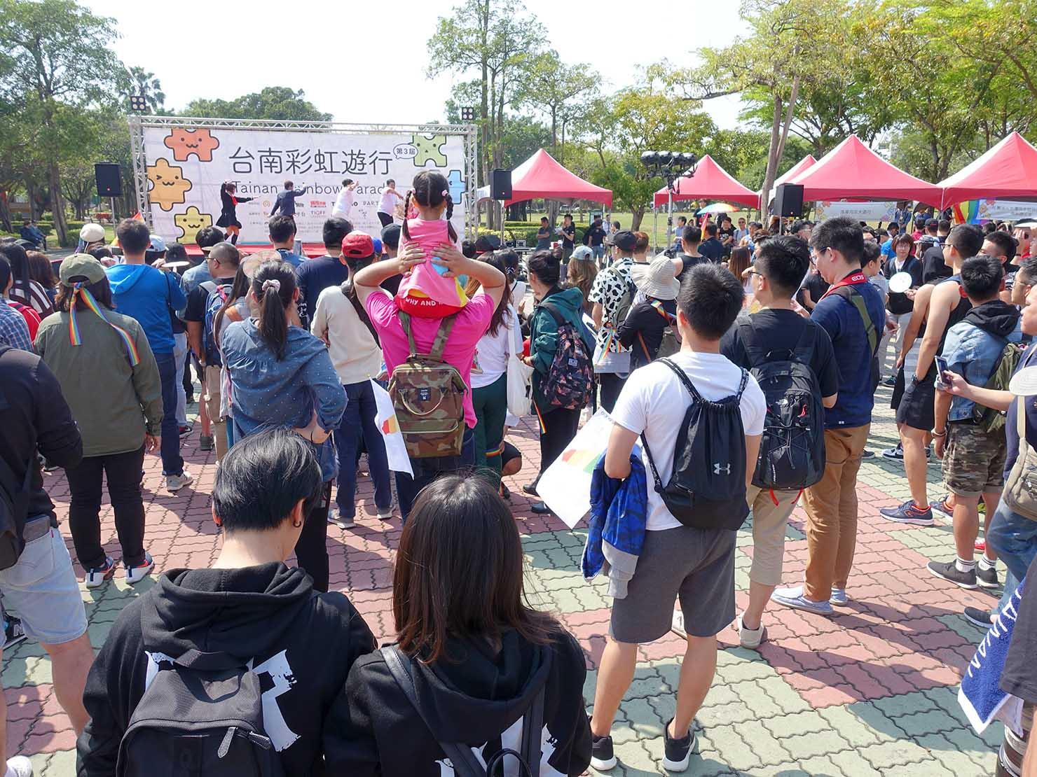 2018年台湾最初のLGBTプライド「台南彩虹遊行(台南レインボーパレード)」パレード出発前の会場