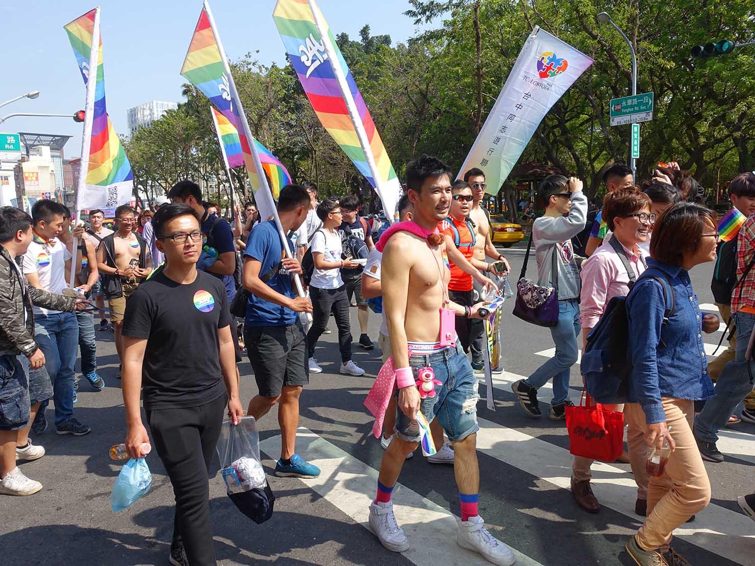 2018年台湾最初のLGBTプライド「台南彩虹遊行(台南レインボーパレード)」を歩く参加団体