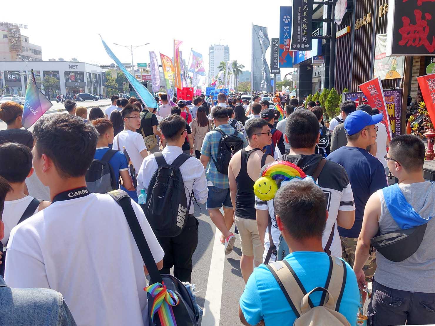 2018年台湾最初のLGBTプライド「台南彩虹遊行(台南レインボーパレード)」1万人のパレード隊列(背面)