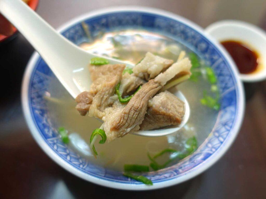 台北・中正紀念堂のおすすめグルメ店「牯嶺油飯」の骨仔肉湯