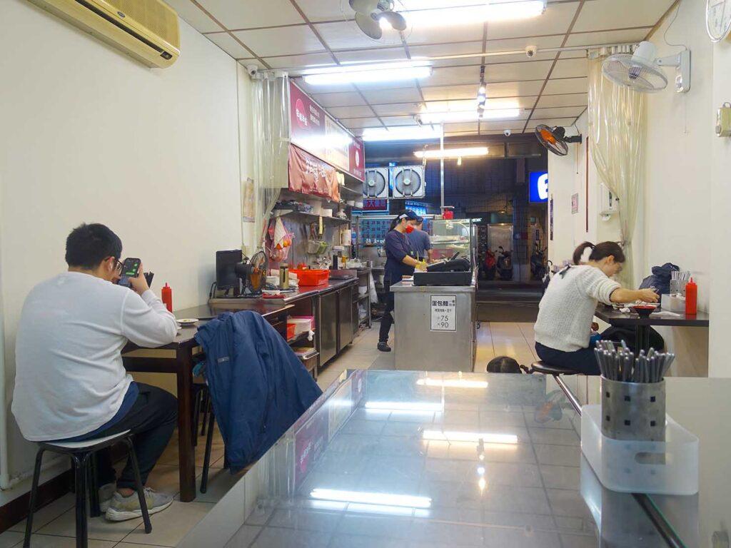 台北・中正紀念堂のおすすめグルメ店「牯嶺油飯」の店内