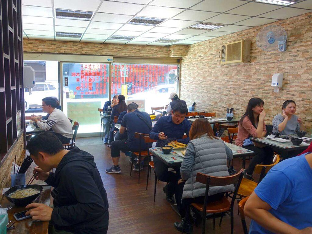 台北・中正紀念堂のおすすめグルメ店「楊家麵食館」の店内