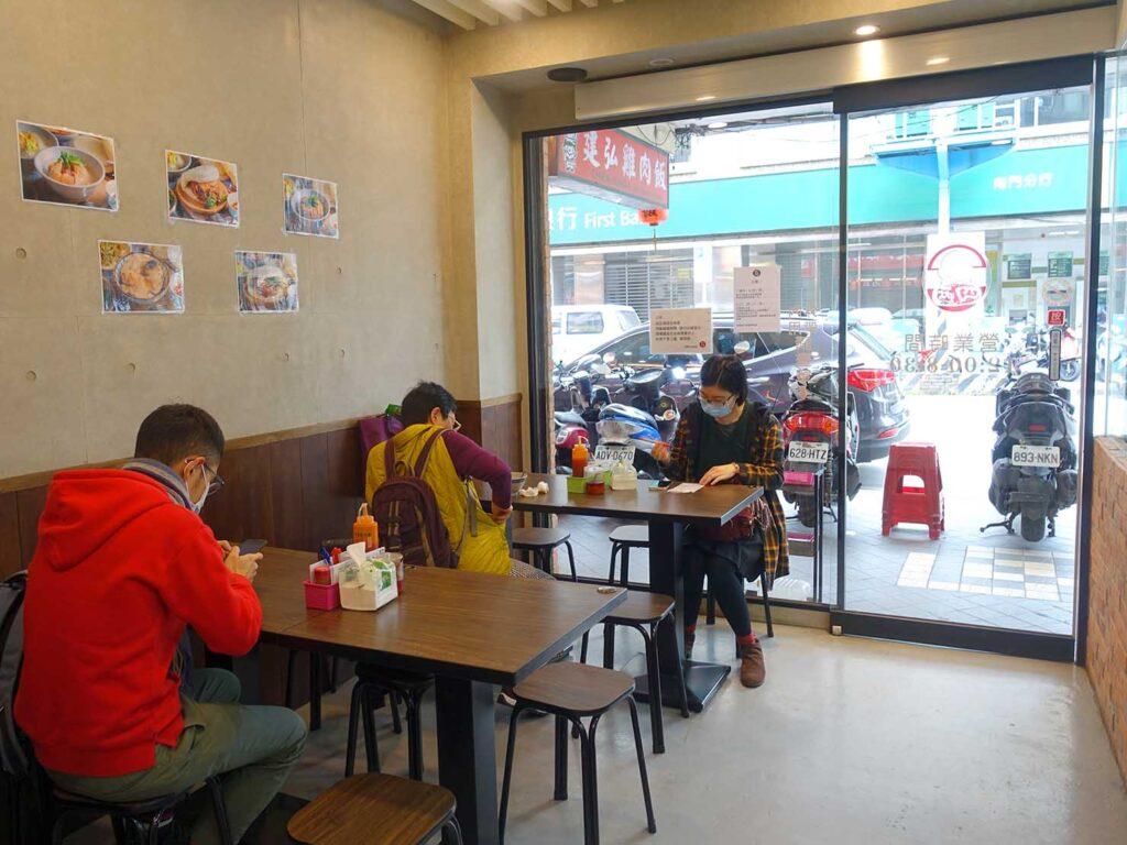 台北・中正紀念堂のおすすめグルメ店「四兩刈包」の店内