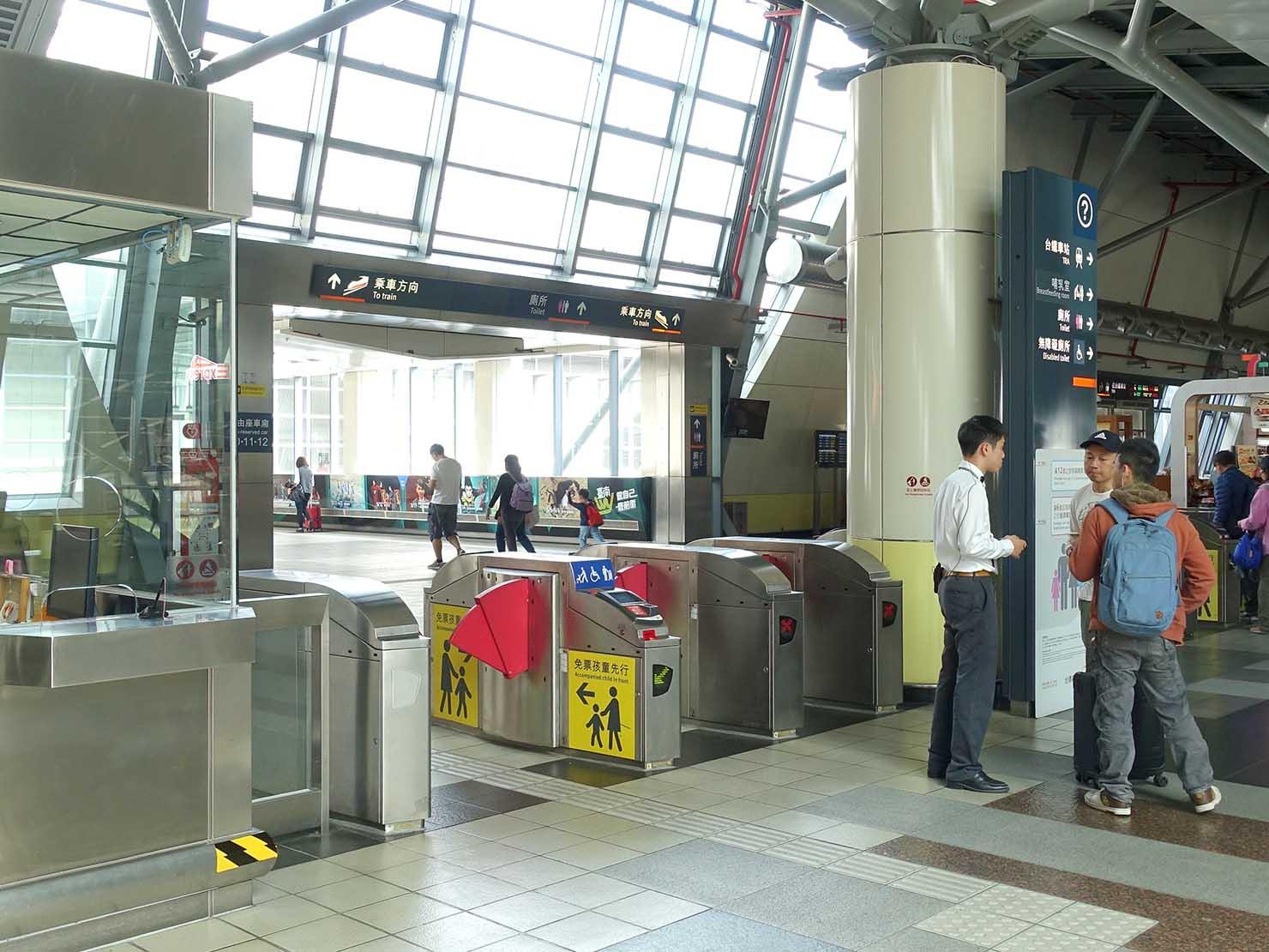 台湾新幹線(高鐵)台南駅の改札