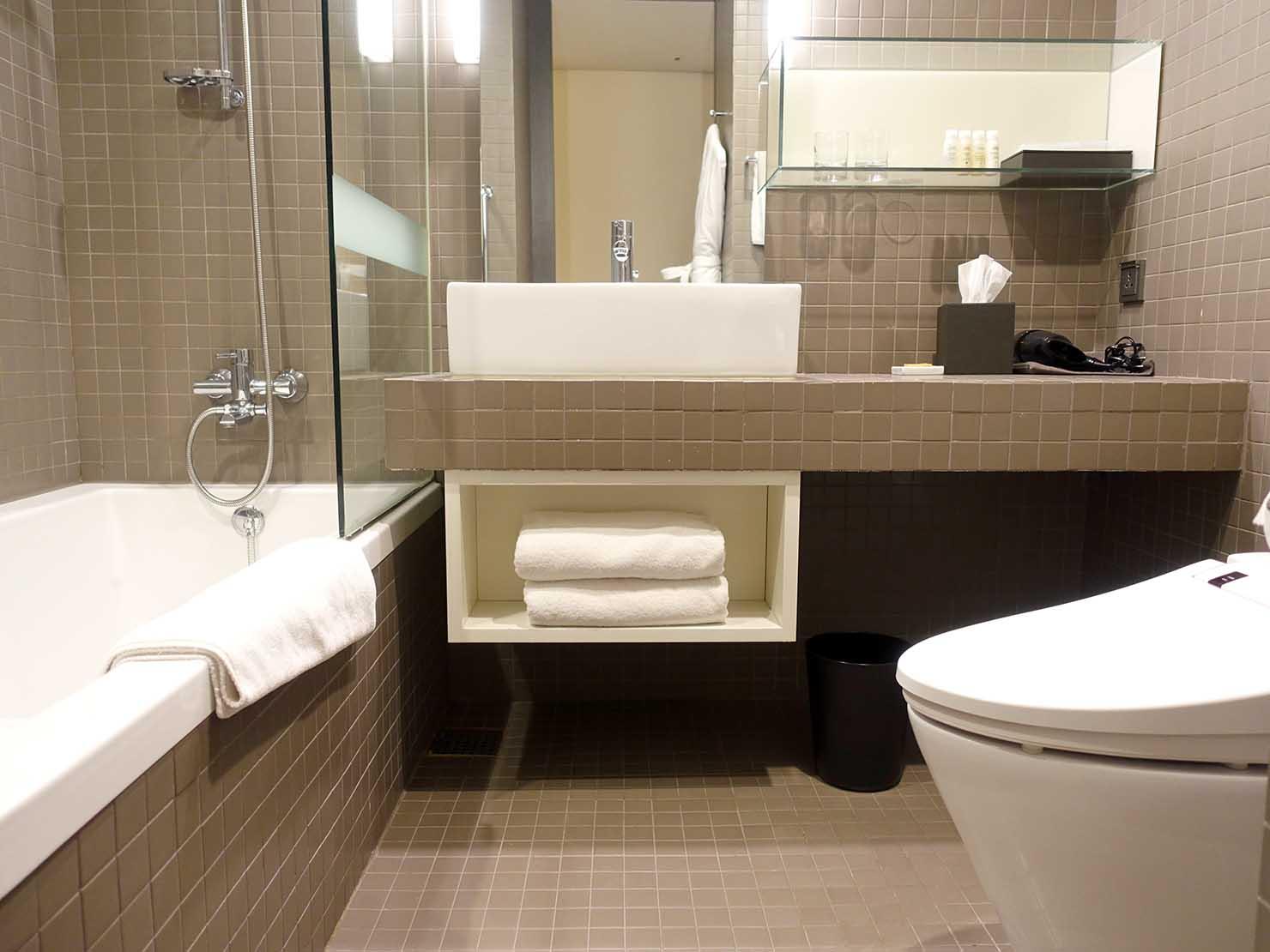 ソウル観光に超便利なアクセス抜群の特2級ホテル「新羅ステイ麻浦 Shilla Stay Mapo」スタンダードツインのバスルーム