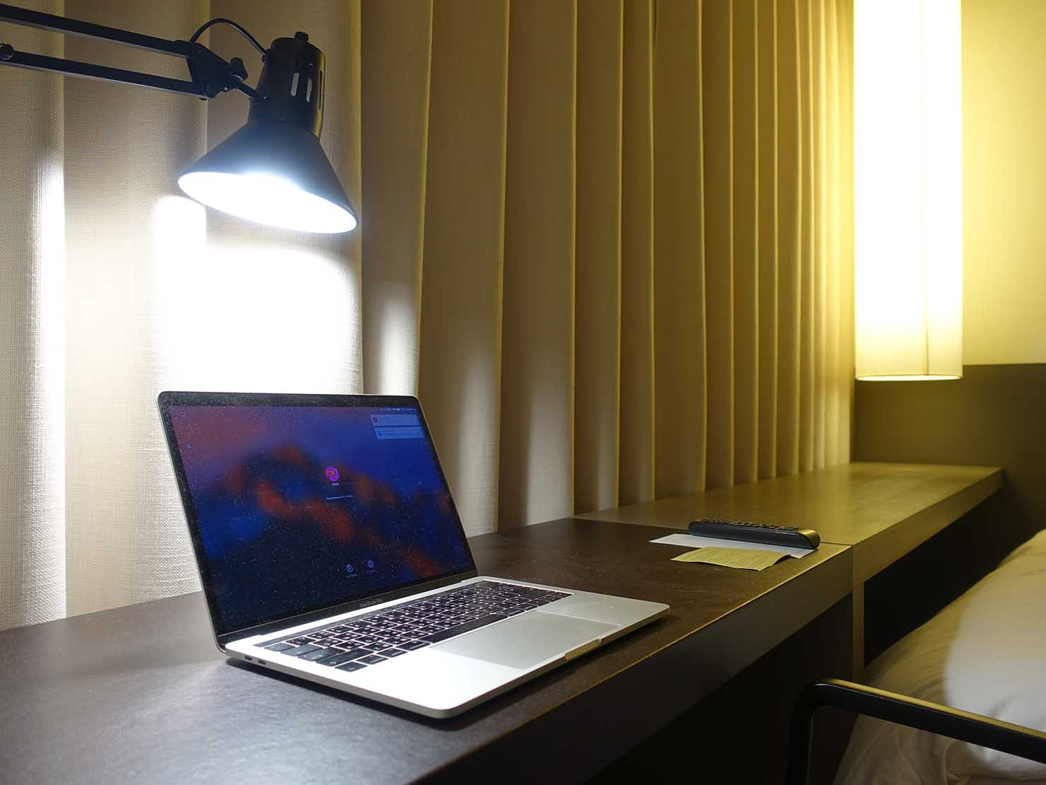 ソウル観光に超便利なアクセス抜群の特2級ホテル「新羅ステイ麻浦 Shilla Stay Mapo」スタンダードツインのテーブル