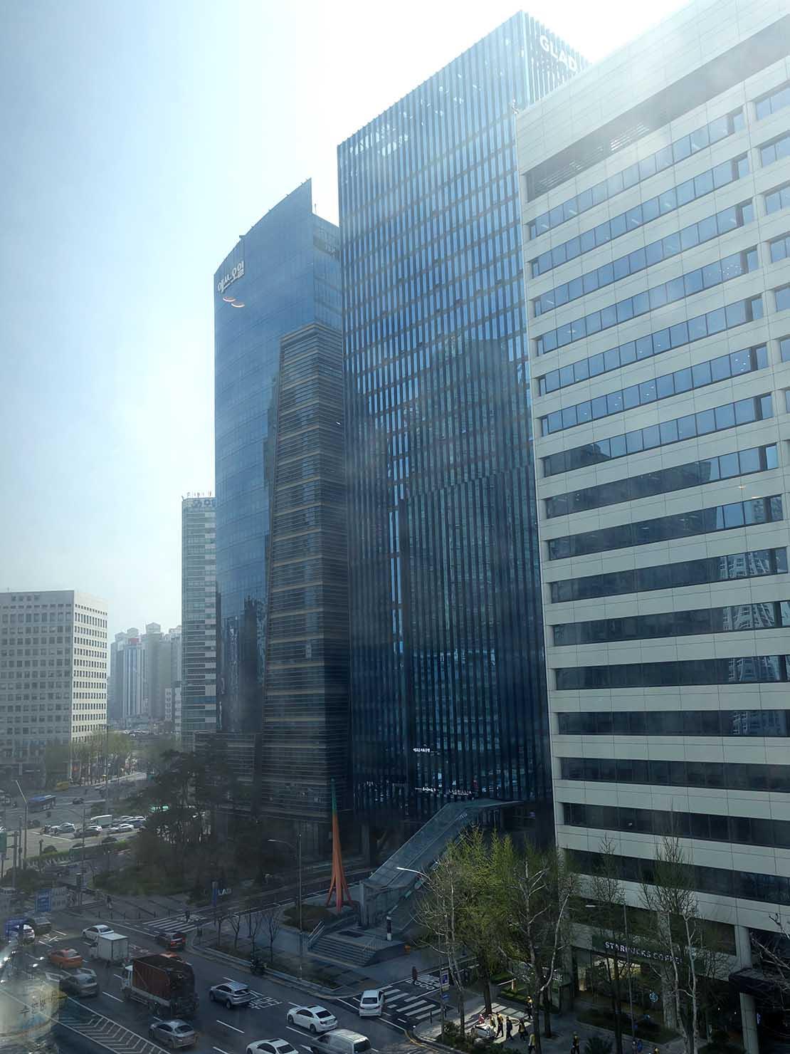 ソウル観光に超便利なアクセス抜群の特2級ホテル「新羅ステイ麻浦 Shilla Stay Mapo」スタンダードツインから見える街並み
