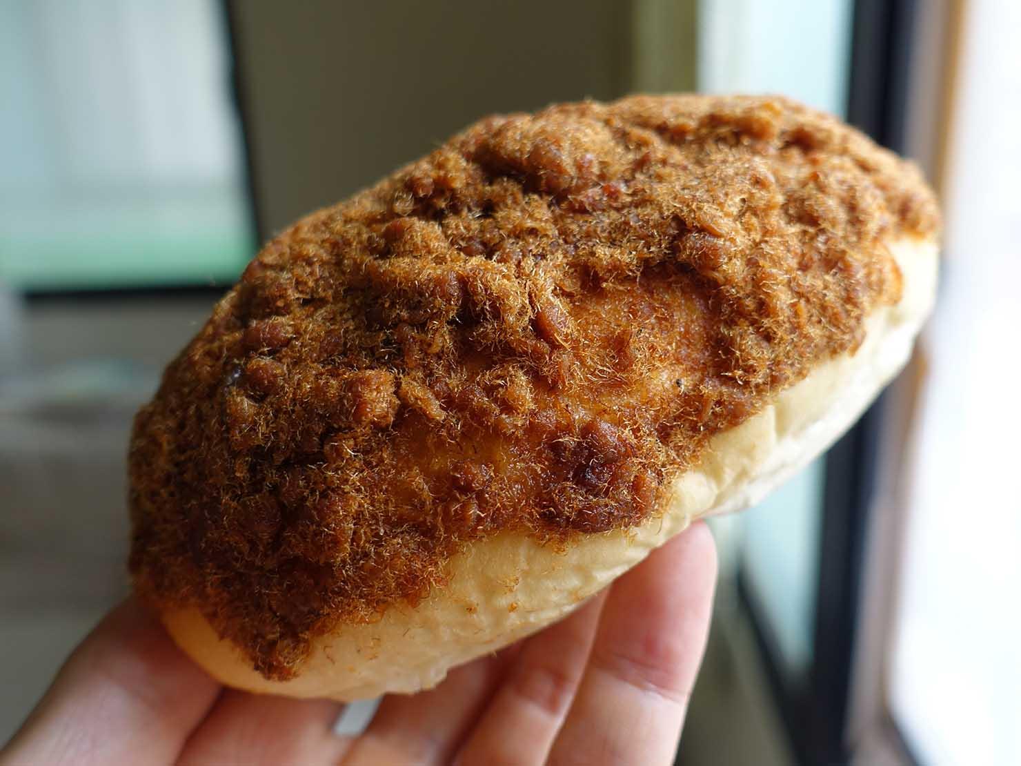 台湾でよく見かけるパン「肉鬆麵包(肉ふりかけパン)」