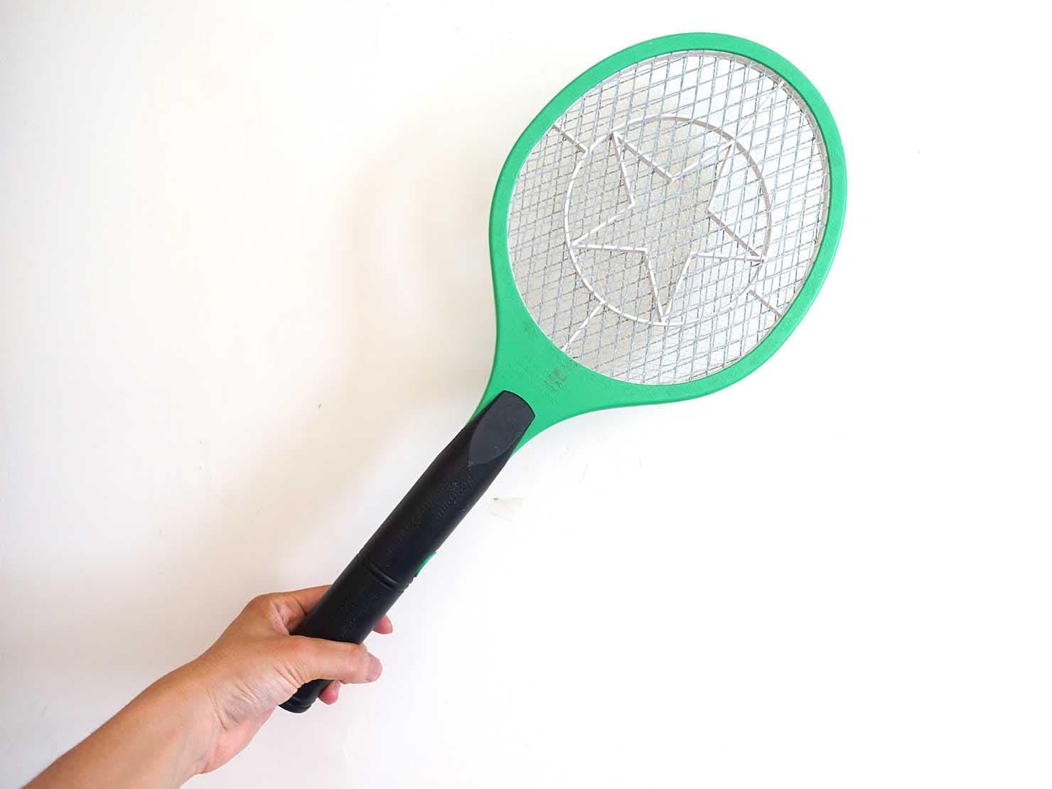 台湾生活で重宝する便利アイテム「電蚊拍(蚊取りラケット)」