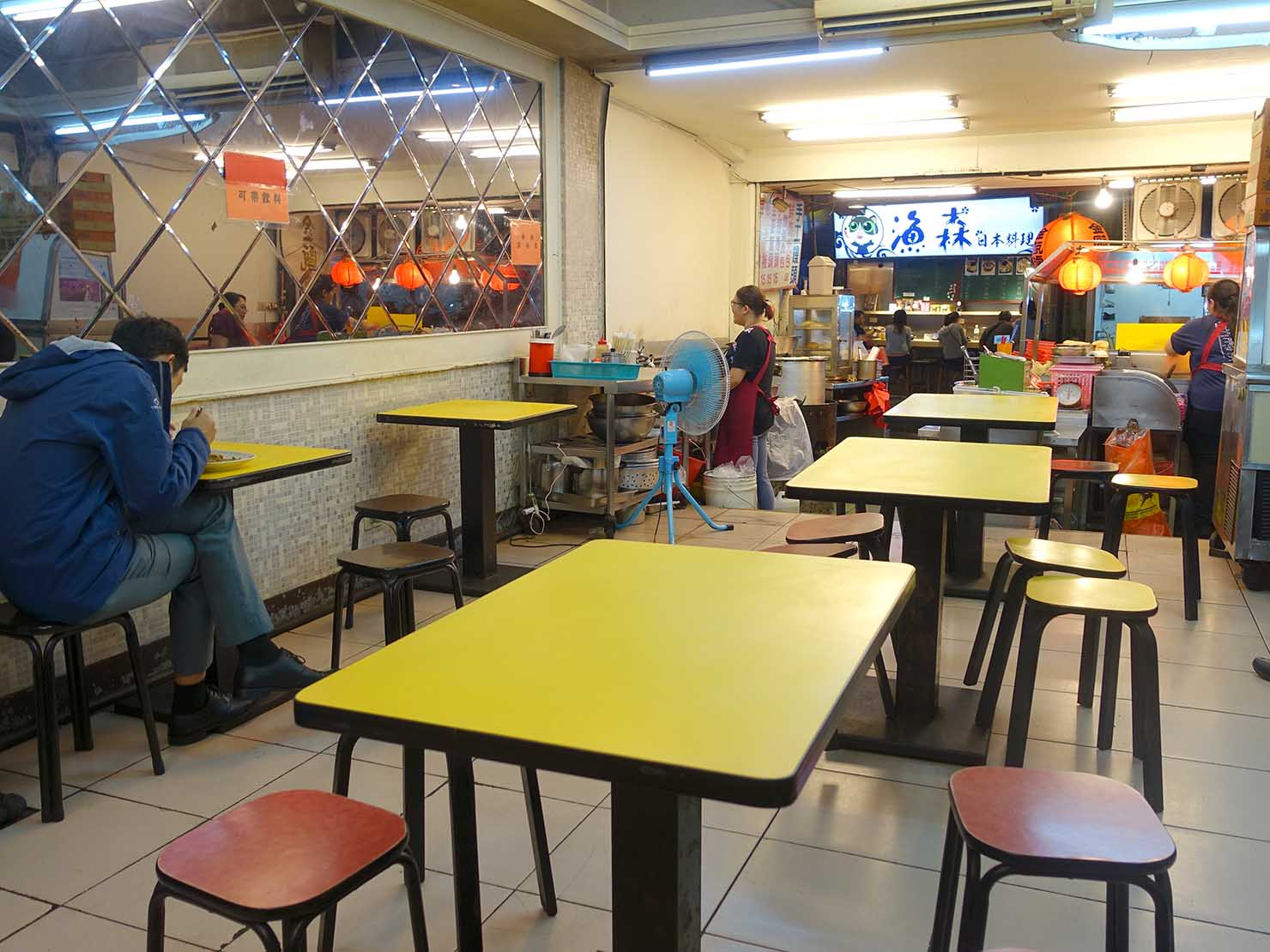 台北・師大夜市のおすすめ台湾グルメ店「金甌滷味」の店内