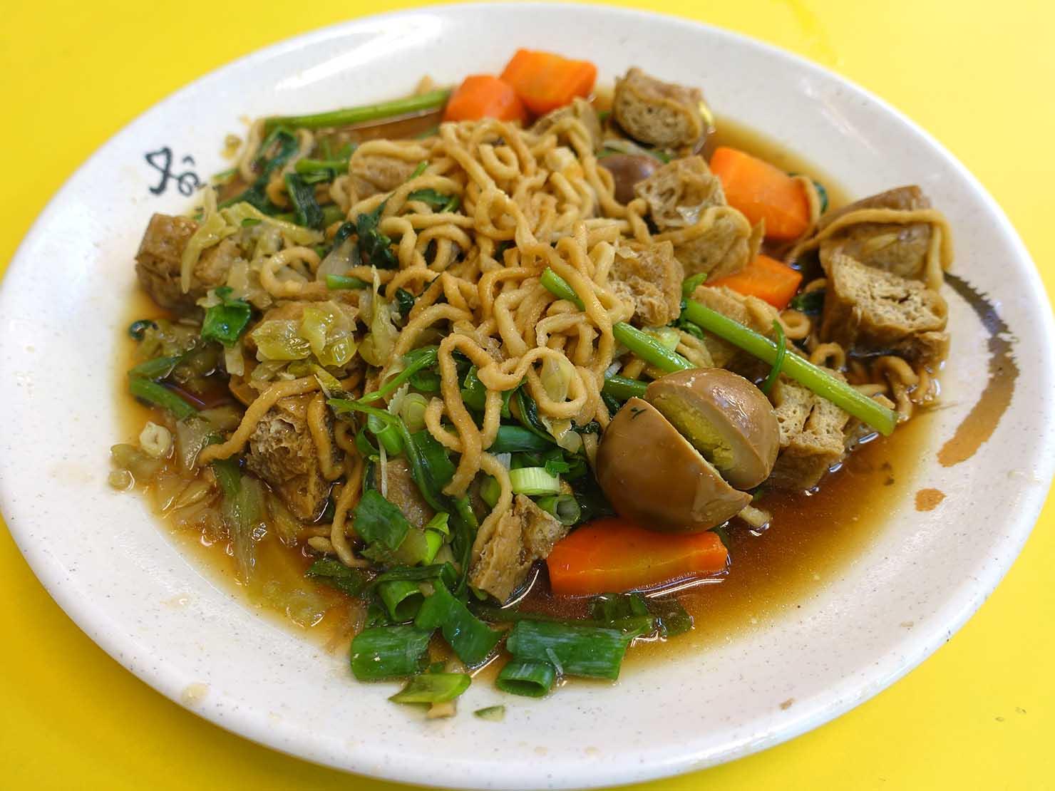 台北・師大夜市のおすすめ台湾グルメ店「金甌滷味」の滷味(台湾式ごった煮)