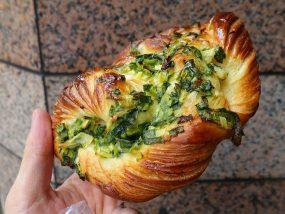 台湾でよく見かけるパン「香蔥麵包(ネギパン)」