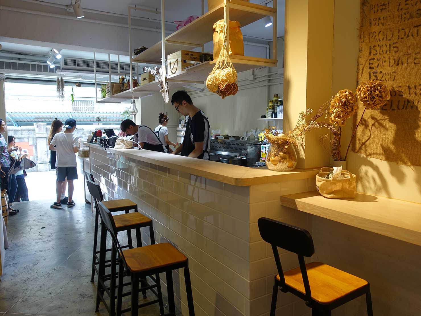 台北・師大夜市のおすすめ台湾グルメ店「蛋幾ㄌㄟˇ」の店内