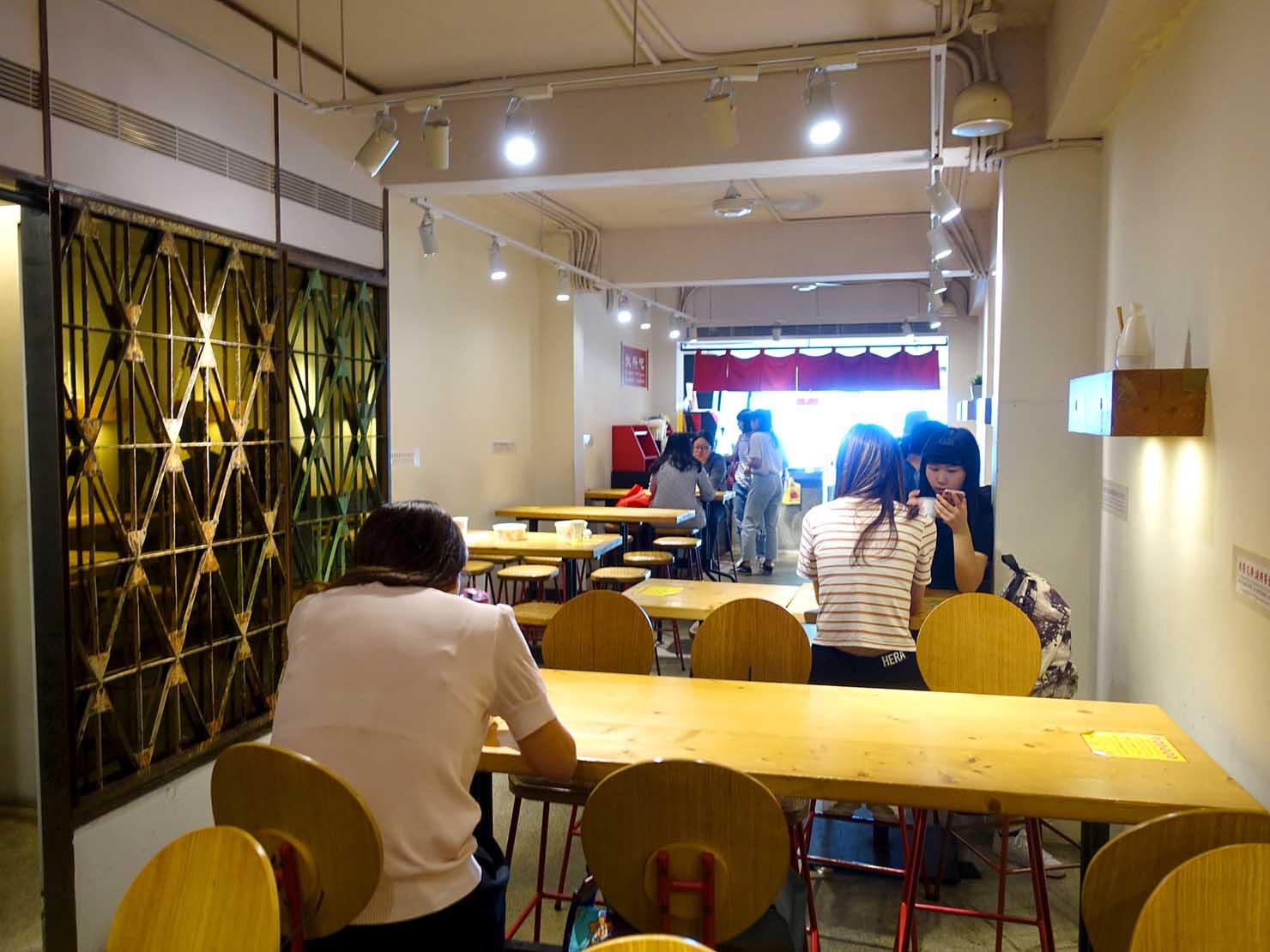 台北・師大夜市のおすすめ台湾グルメ店「師園鹹酥雞」の店内