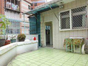 台北で台湾人彼氏と僕がルームシェアしている部屋のテラス