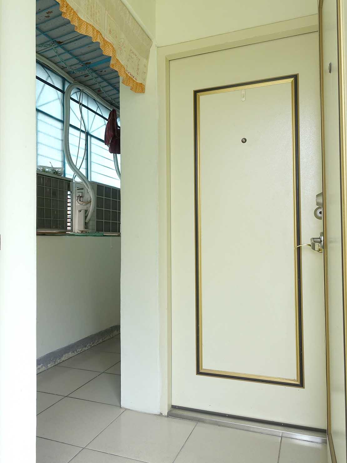 台北で台湾人彼氏と僕がルームシェアしている部屋の玄関1