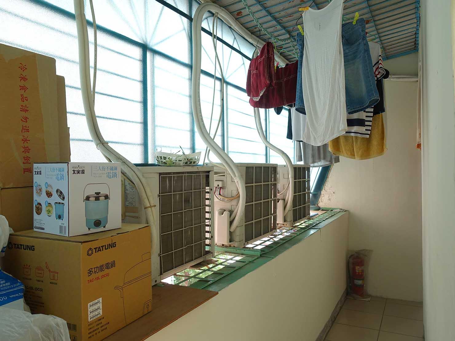 台北で台湾人彼氏と僕がルームシェアしている部屋の洗濯干しスペース