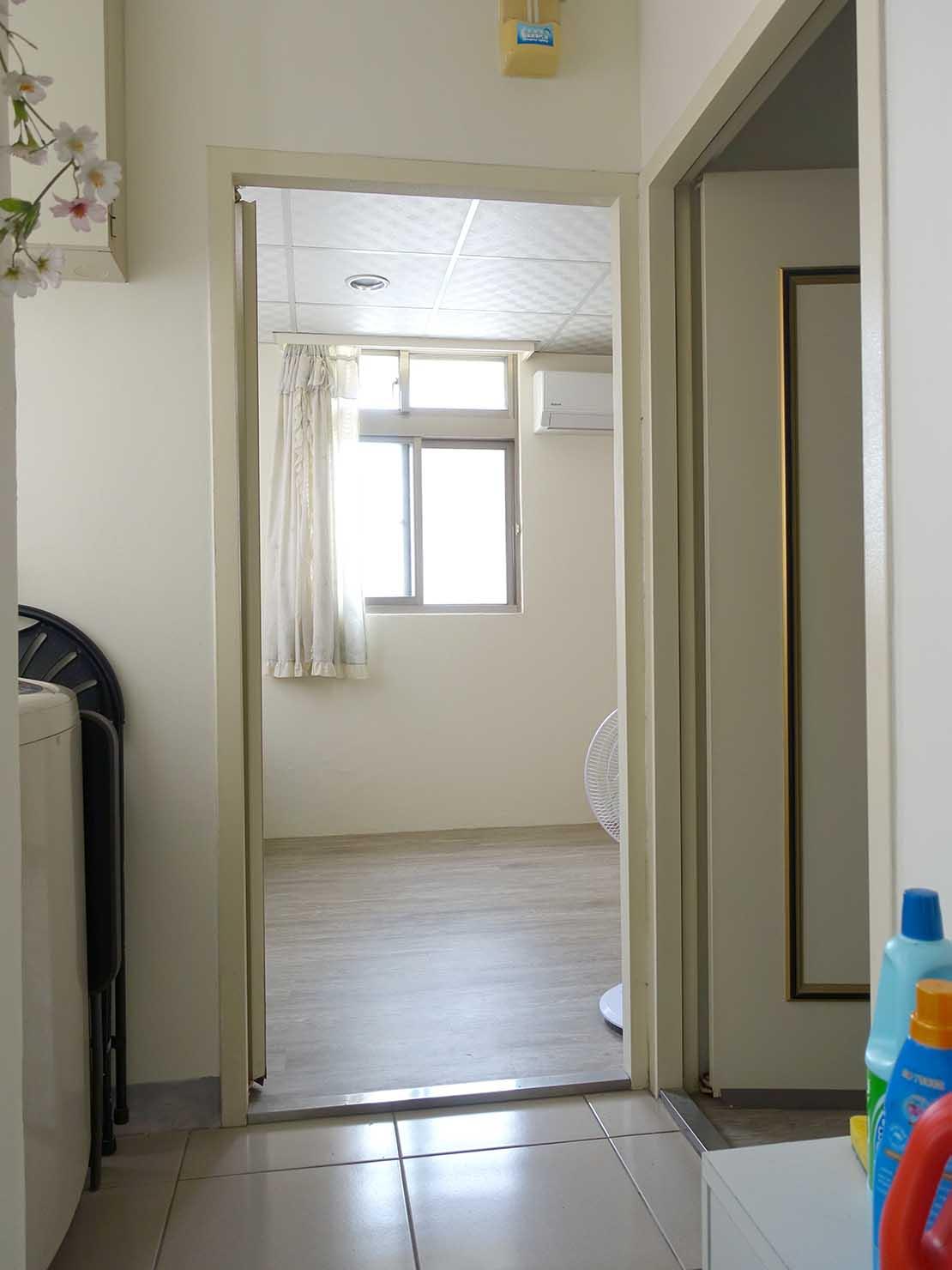 台北で台湾人彼氏と僕がルームシェアしている部屋の玄関2と3