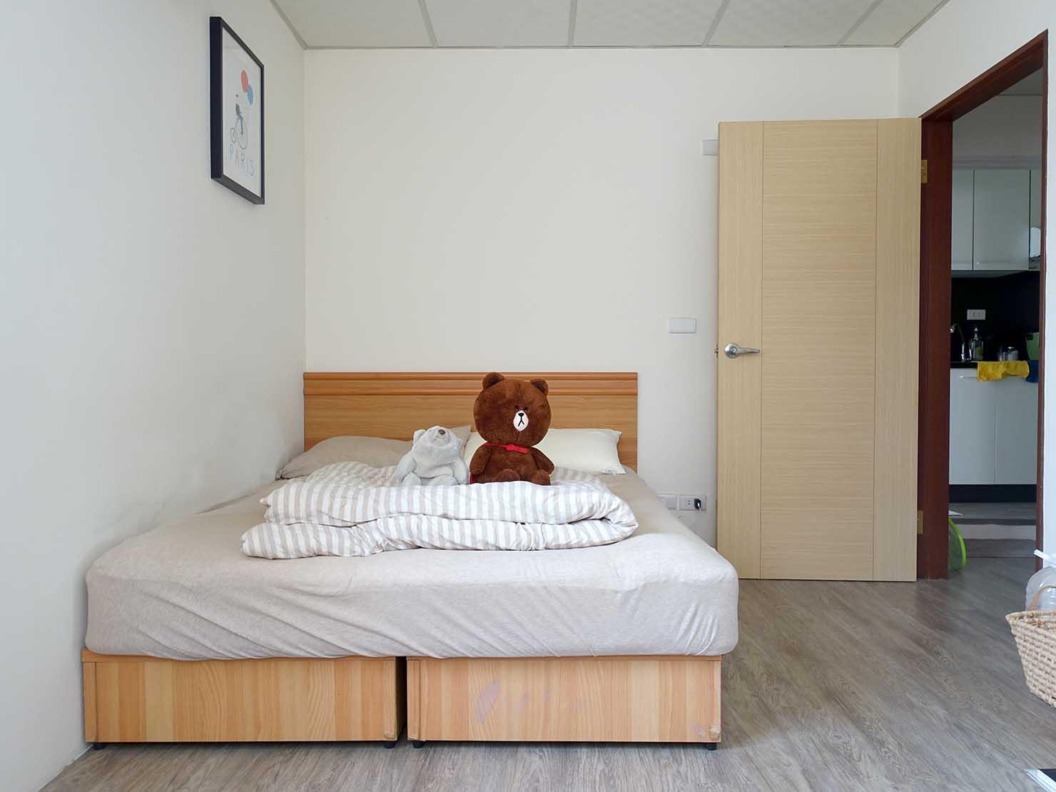 台北で台湾人彼氏と僕がルームシェアしている部屋の個室ベッド